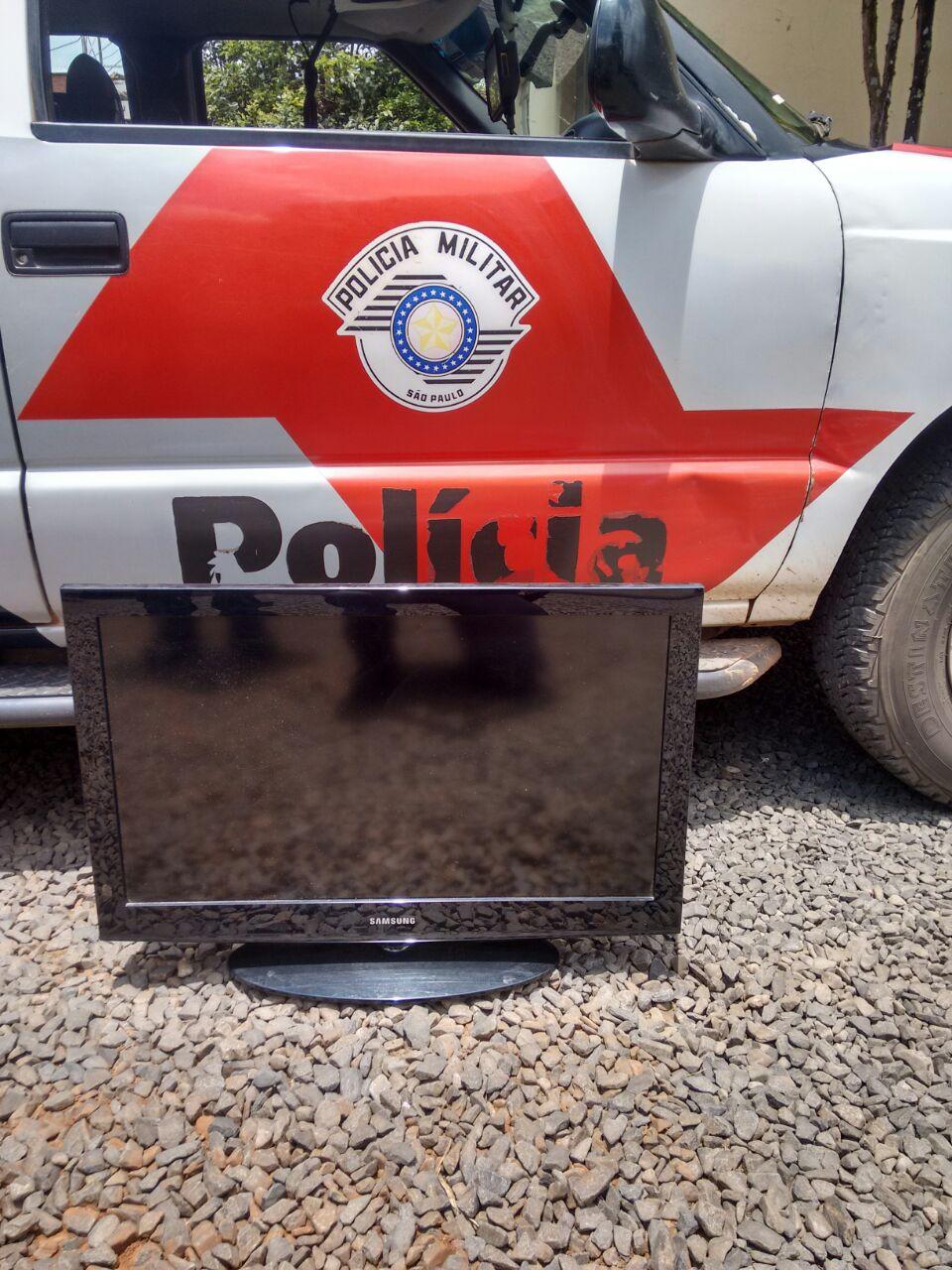 Polícia Militar prende pessoa por roubo de uma televisão em Itaí