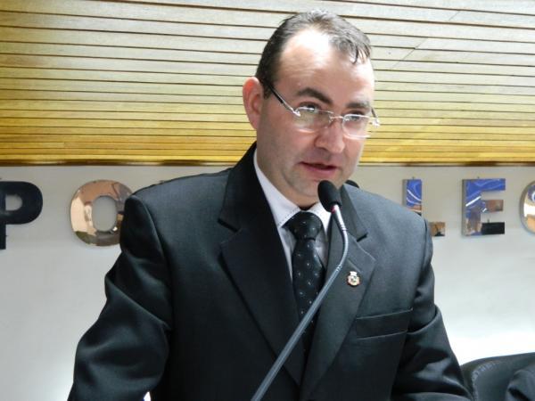 Vereador Flávio Zandoná pede que Executivo envie projeto de reajuste salarial dos servidores
