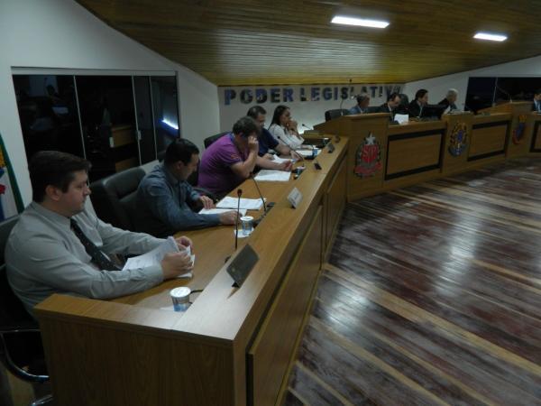 Em extraordinária, Câmara aprova projetos para parcelamento de contribuições sociais