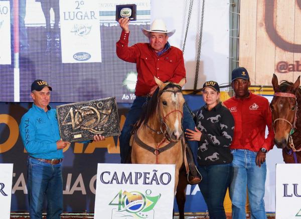 Aos 65 anos, atleta conquista importante título em competição do Quarto de Milha