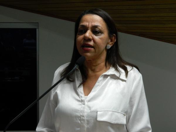 Vereadora pede lista de pacientes da saúde aguardando por exames