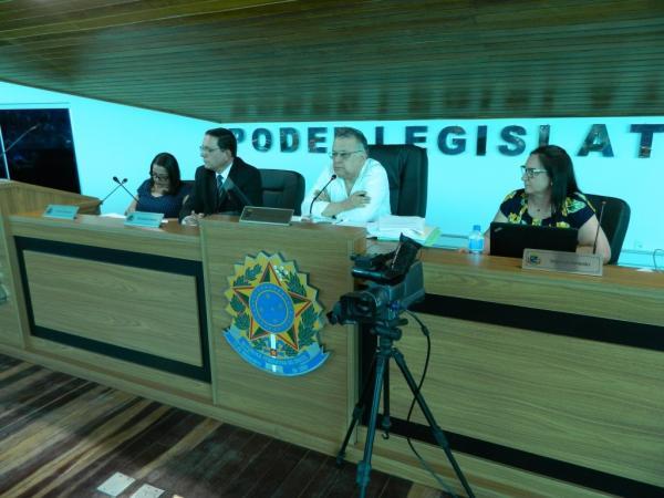 CPI que investiga licitação da Fampop ouve testemunhas