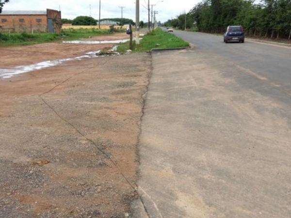 Motorista sai ileso após capotar veículo em avenida de Avaré