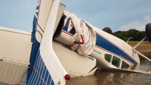 Vídeo flagra manobras arriscadas antes de aeronave cair em represa