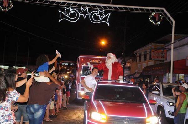 Piraju recebeu a Caravana da Coca-Cola com a chegada do Papai Noel
