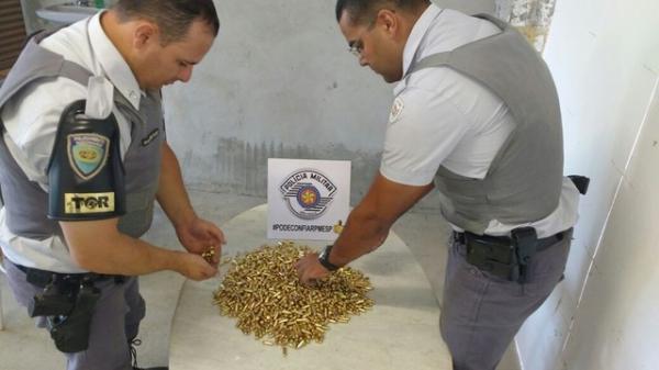 Polícia apreende milhares de munições de pistola e fuzil de uso exclusivo das Forças Armadas