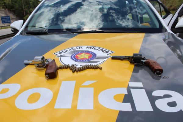 Depois de levar armas de agência bancária, bandidos trocam tiros com a Polícia