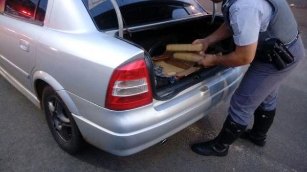 Motorista é flagrado com mais de 70 quilos de maconha