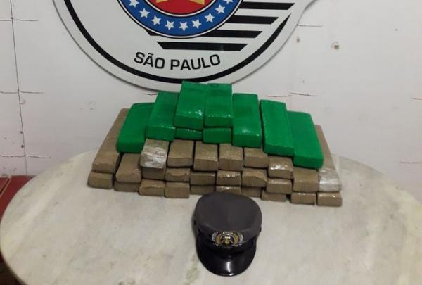 Passageiro de ônibus é preso com 35 tabletes de maconha na rodovia Castello Branco