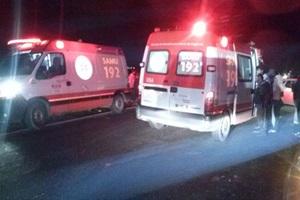 Motorista fica ferido após bater carro na traseira de caminhão em rodovia de Itaí