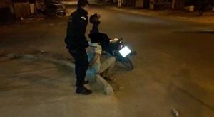 Homem é detido após empinar moto e fugir da Polícia em Avaré