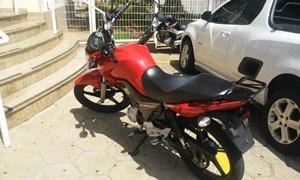 Jovem é detido, empinando moto e sem habilitação em Avaré