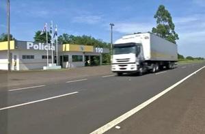 Homem morre após ser atropelado por caminhão em rodovia de Avaré