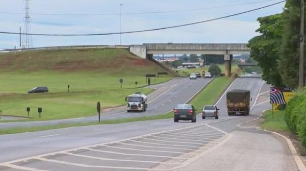Caminhões carregados com mais de 80 toneladas de soja são roubados na SP-270
