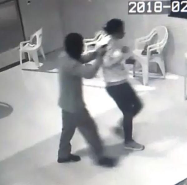 Dois criminosos armados invadem um bar em Avaré (SP)