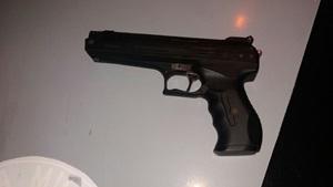 PM prende dois homens exibindo uma pistola em Taquarituba