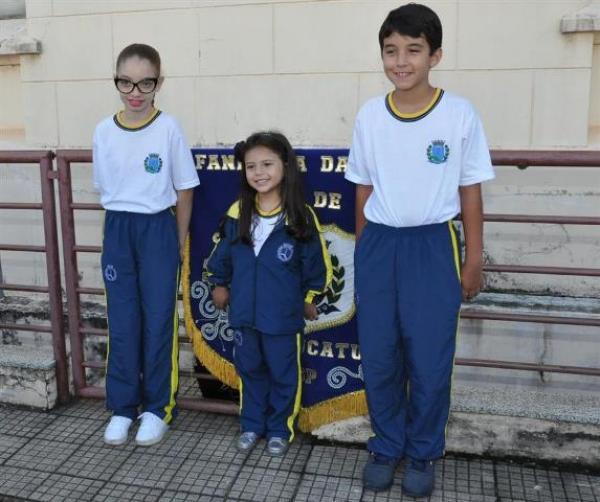 Alunos da Rede Municipal de Ensino de Botucatu recebem uniformes