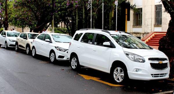 Vereador questiona uso de carro particular em viagens públicas