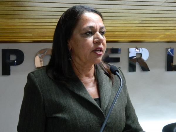 Marialva quer saber quanto a prefeitura vai gastar na contratação de 11 ônibus para o transporte escolar