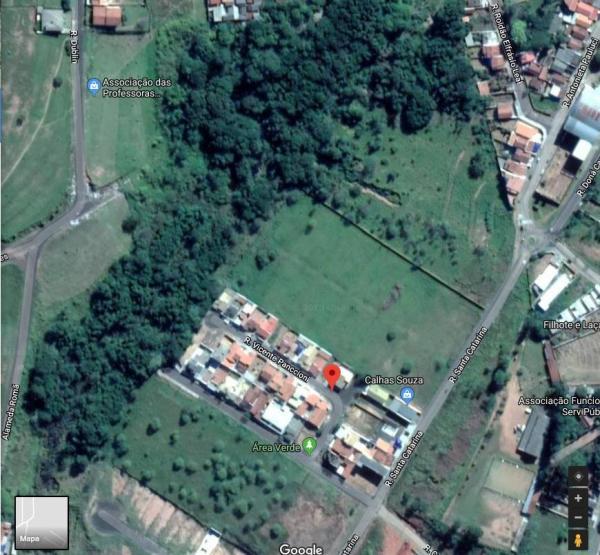 Cratera no Jardim Vitória causa preocupação em moradores