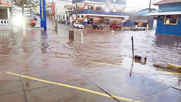 Moradores atingidos por enchentes promovem abaixo-assinado em busca de soluções