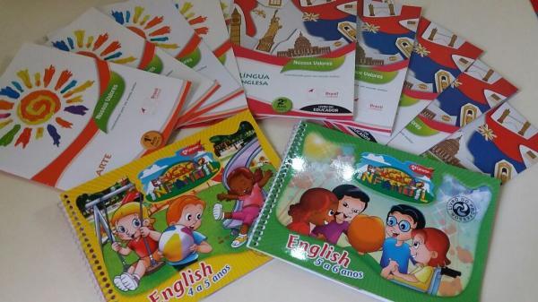 Prefeitura entrega material didático de Arte e Inglês para alunos