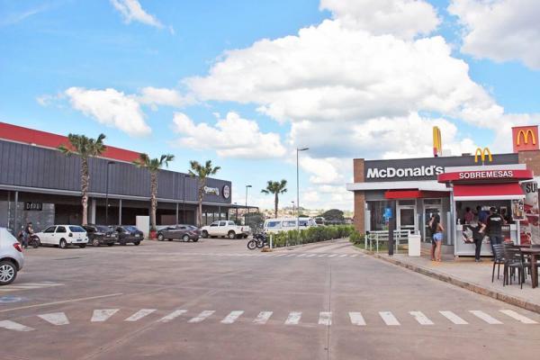 McDonald's homenageia as oito seleções que já levantaram o caneco da Copa do Mundo