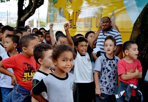 """Espetáculo """"Sabor de Vitória"""" da Cia BuZum! será apresentado em Itaí e Águas de Santa Bárbara"""