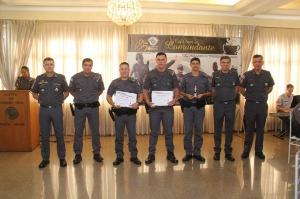 Policias Militares de Avaré recebem homenagem do Comando Geral na Capital