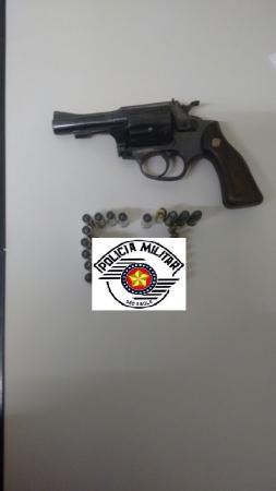 Força Tática prende jovem procurado da Justiça e um revólver em Avaré (SP)