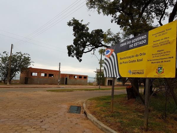 Moradores do bairro Costa Azul de Avaré estão perplexos com a colocação de mais uma placa de obras no local