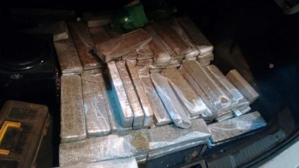 Grávidas são flagradas com mais de 130 tijolos de maconha