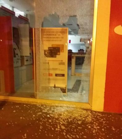 Quadrilha explode caixas em bancos e atira ao alto para intimidar moradores de Arandu