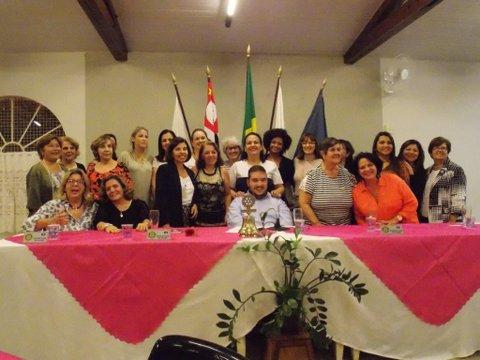 Rotary comemora Dia das Mães em noite festiva