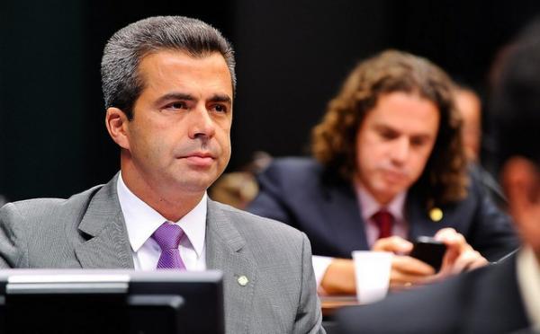 Justiça cancela concessão de rádio de deputado