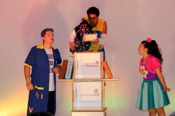 """Municípios do sudoeste paulista recebem o espetáculo """"Cadê o amor que estava aqui?"""""""