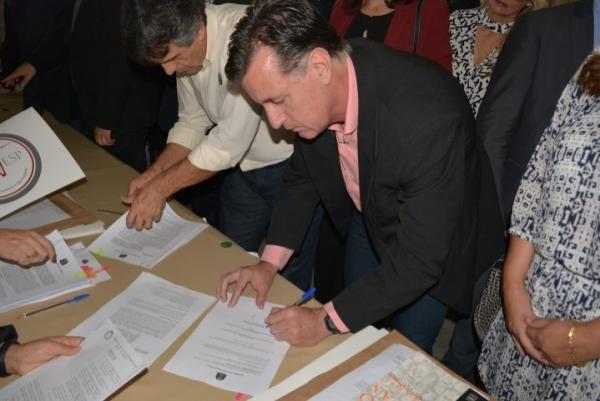 Botucatu assina convênio com a UNIVESP