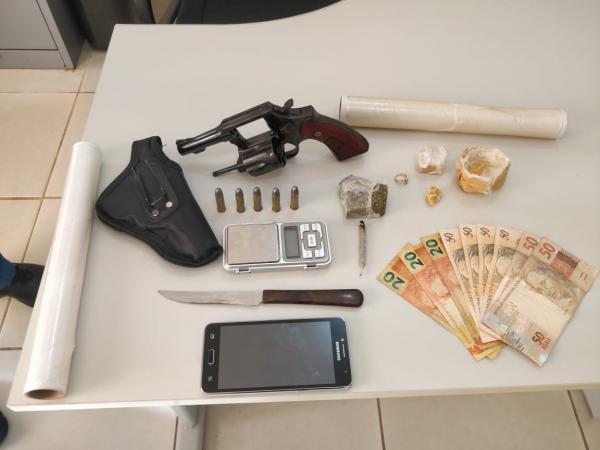 Polícia Civil prende homem por tráfico de drogas e posse de arma