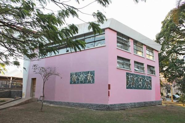 Concha Acústica de cor rosa abre polêmica entre ativistas culturais da cidade