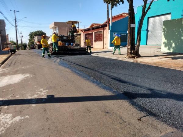 Ruas do Jardim Cristina recebem nova pavimentação em Botucatu