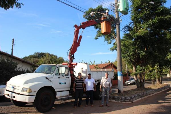 Prefeitura de Cerqueira César retoma os serviços de manutenção de iluminação pública