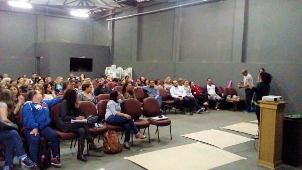 Professores de Educação Básica II participam de capacitação pedagógica