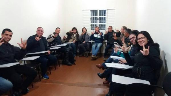Guardas da Guarda Civil Municipal de Botucatu participam de curso de Libras