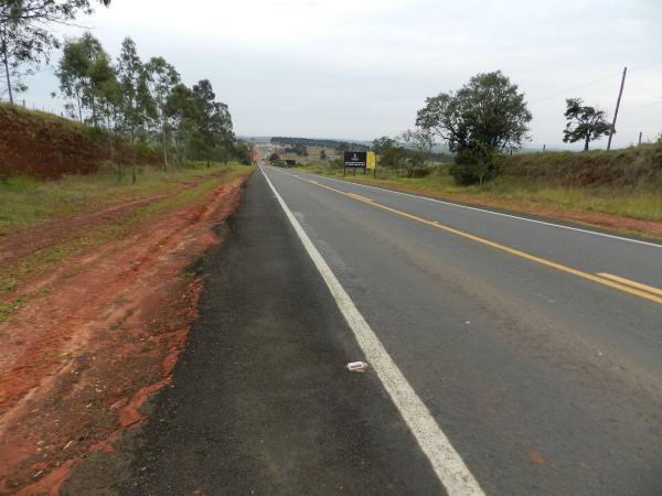 Motorista morre e três passageiros ficam feridos após carro capotar em Taquarituba