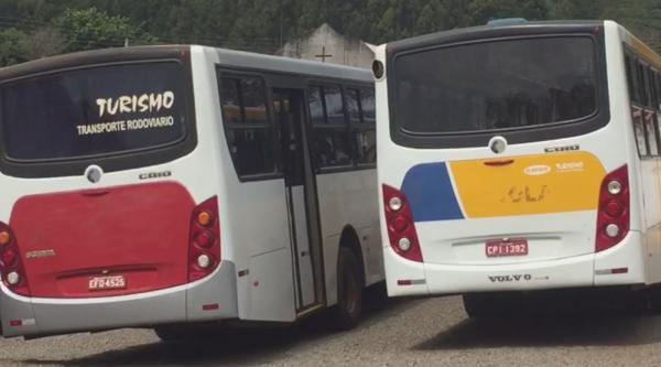 Polícia retém mais um ônibus do transporte coletivo de Piraju por pneus carecas