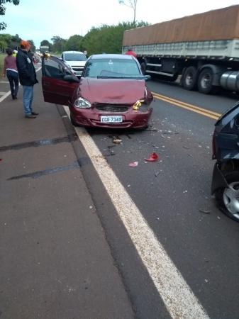 Acidente entre três carros deixa feridos na Rodovia João Mellão em Avaré
