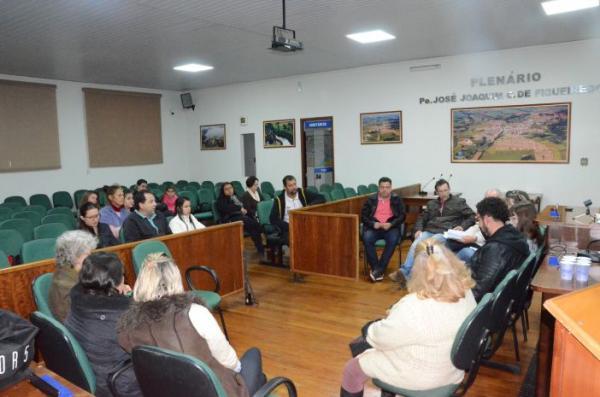 Encontro com autoridades discute a situação do Canil Municipal de Cerqueira César