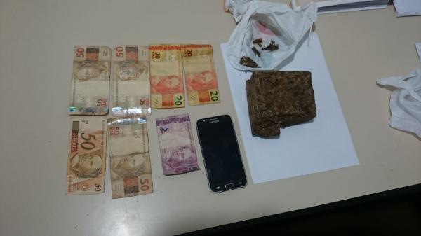 Homem é preso com meio quilo de maconha em casa
