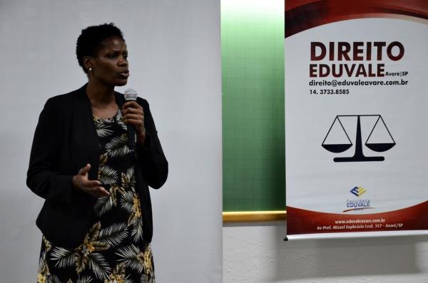 Dra. Valéria Lucia dos Santos ministra palestra para na Faculdade Eduvale