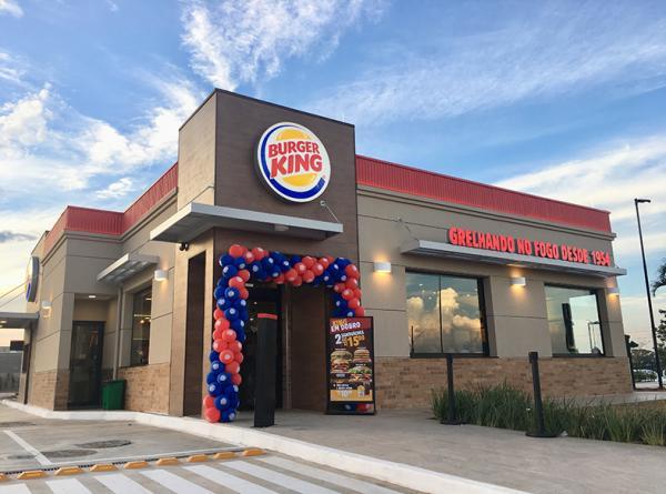 PAT aponta abertura de 40 vagas para assistente de fast food